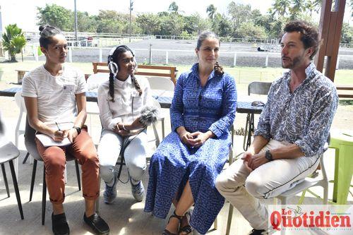 Les web-reporters du collège Texeira da Motta conquis par le discours des acteurs.